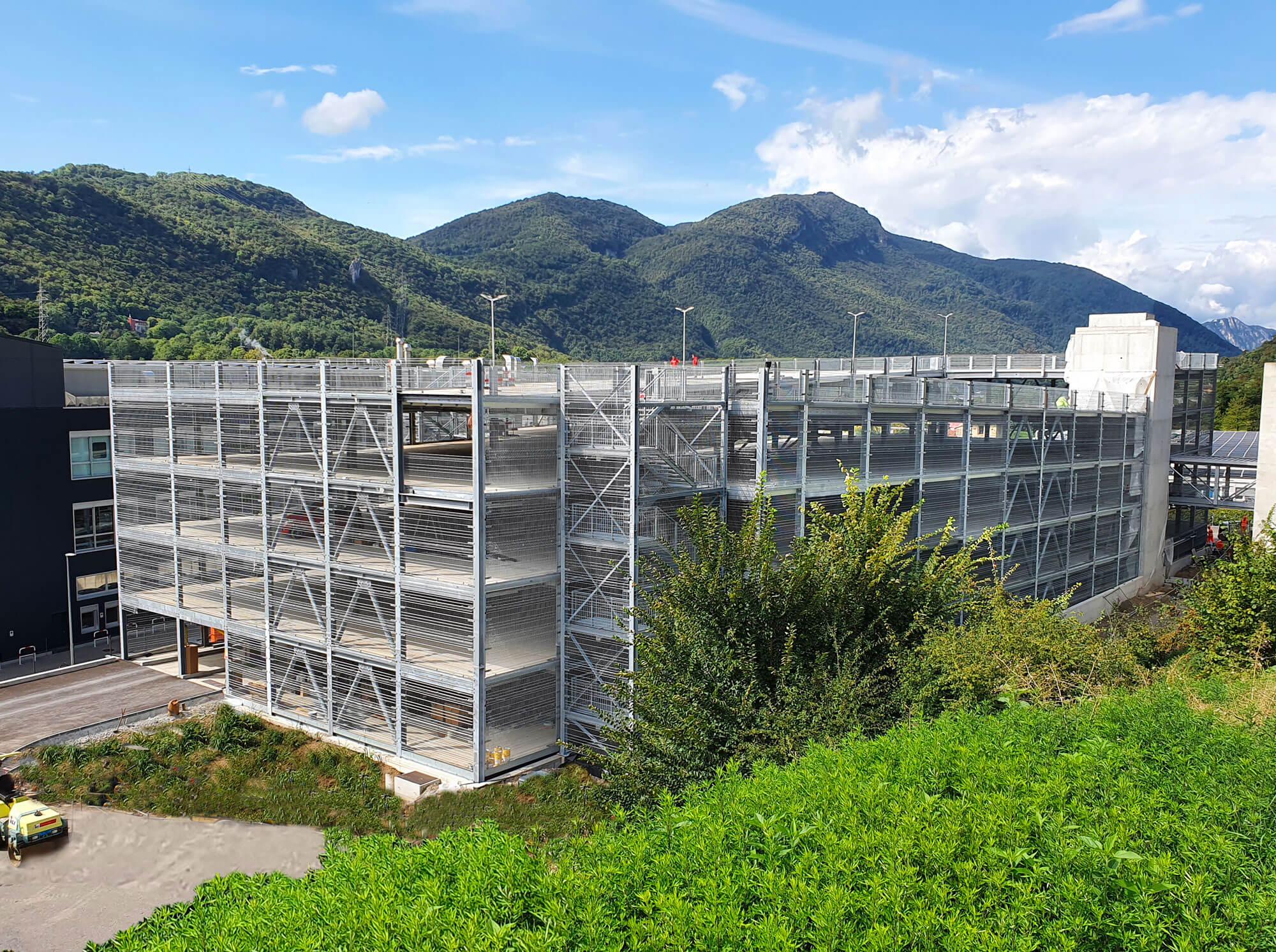 Solutions de construction pour toutes sortes de bâtiments d'entreprises : des entrepôts aux parkings