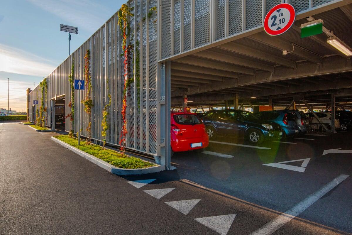 Possibilité de créer une architecture personnalisée et un haut niveau de services sans oublier la gestion des flux, les voies de circulation, les rampes d'accès adaptées, etc.