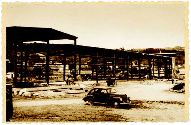 1962 - Montage du premier site de production sur 700 m2