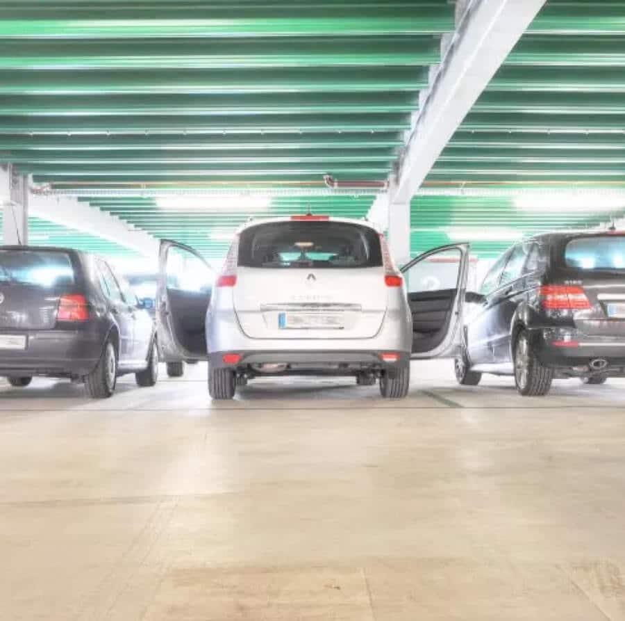 Un entretien régulier des sols d'un parking préserve son esthétique et la sécurité des piétons