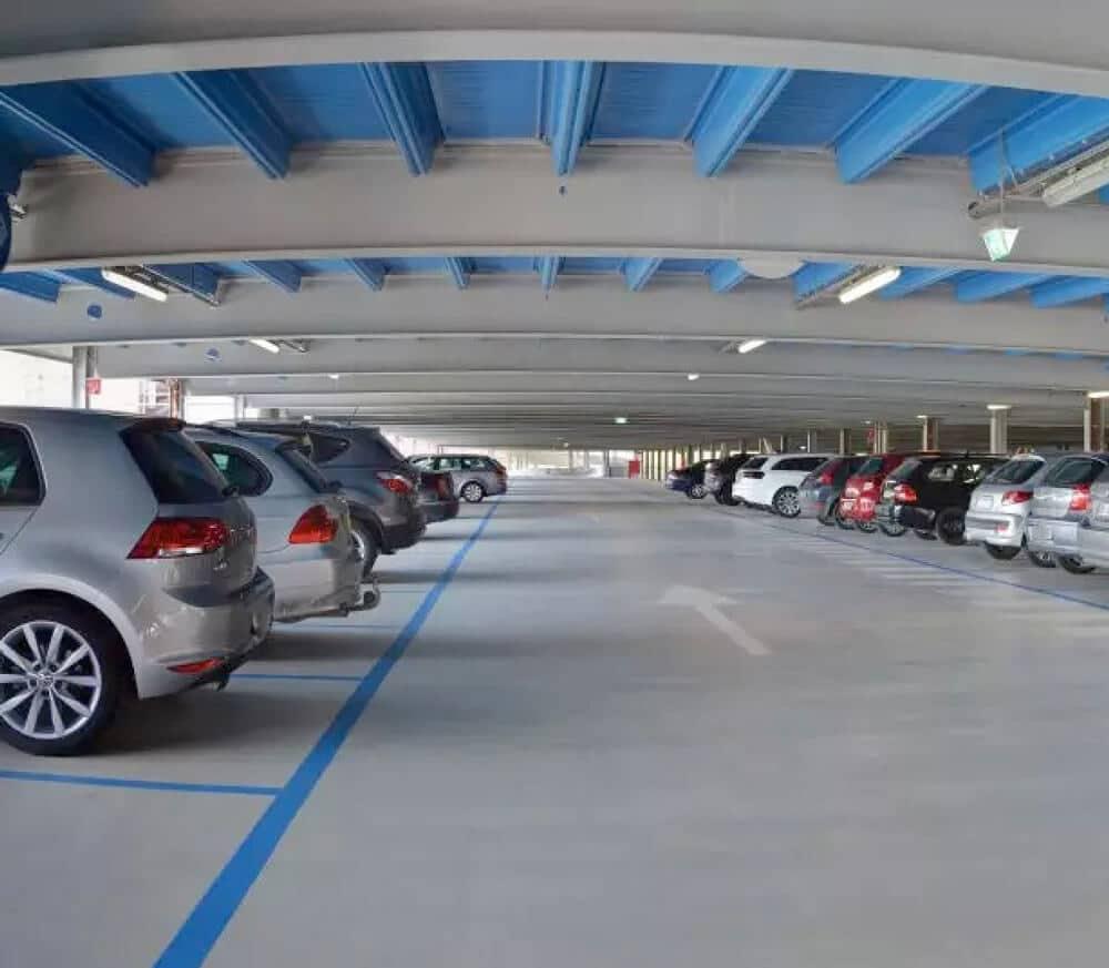 Un plan de maintenance préventive pour l'entretien des plancher et sols du parking permet de conserver un parc de stationnement propre et opérationnel